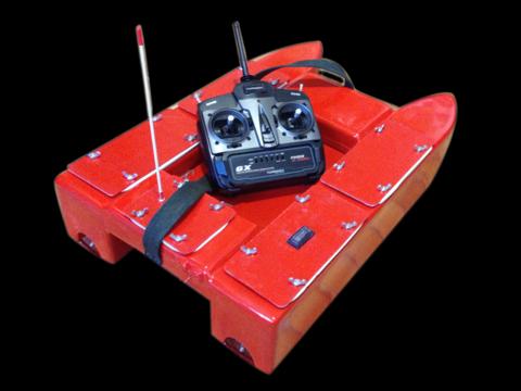 кораблик для завоза прикормки карпбот